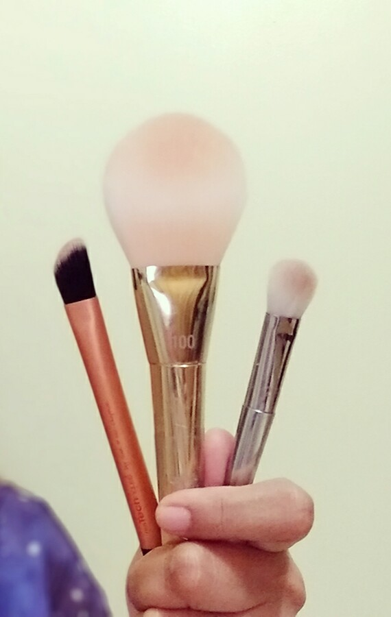 Real Techniques Makeup Brushes You Need in your makeup kit